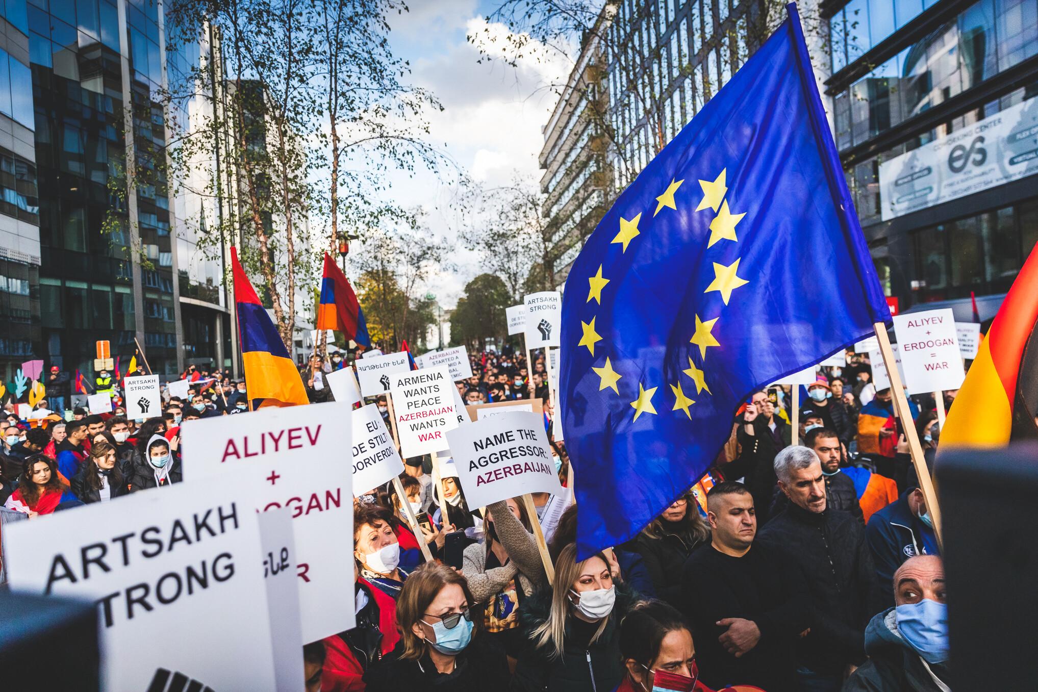 20201001-Manifestation-Armenia-Schuman-058